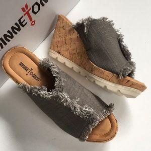 NIB Minnetonka wedge sandals